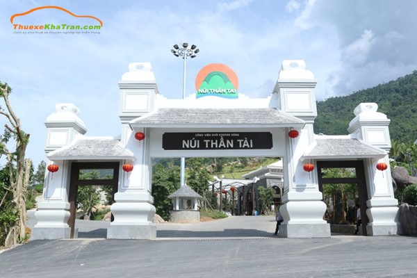 Thuê xe Đà Nẵng đi Núi Thần Tài